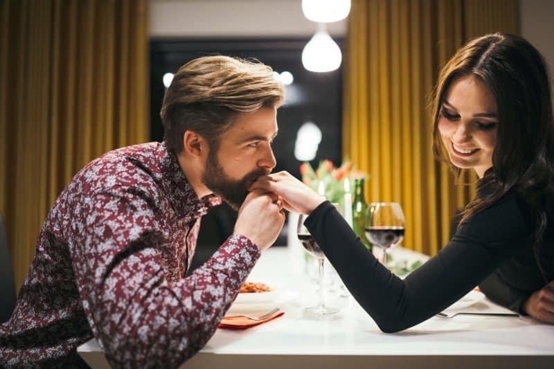 lenguaje corporal copnquistar una mujer
